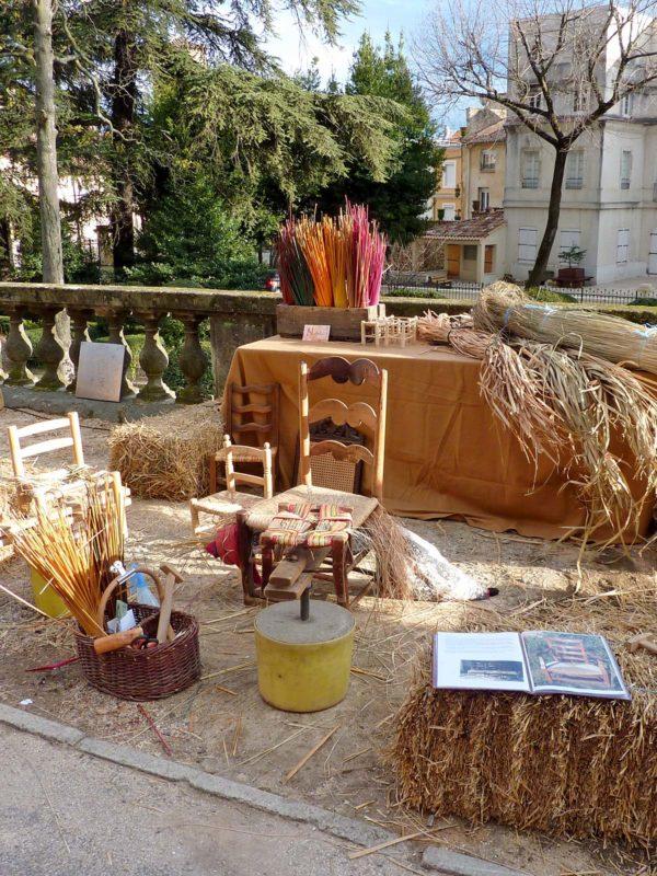 Marché artisanal à Fontains
